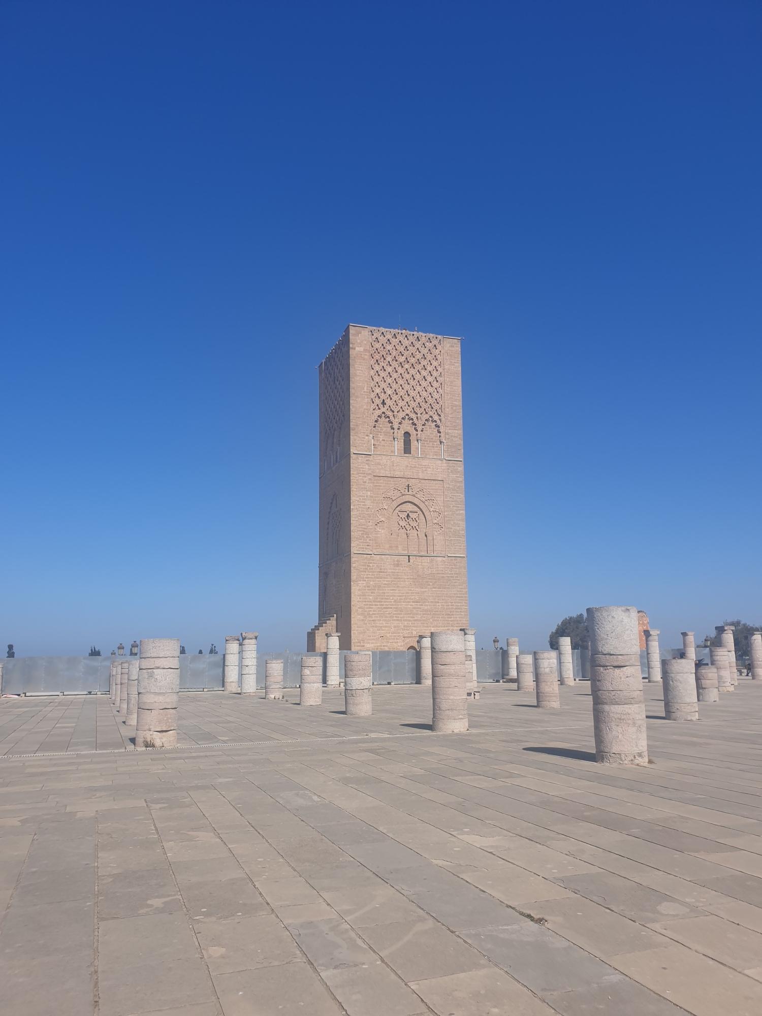 La tour Hassan avec les colonnes inachevées à Rabat au Maroc