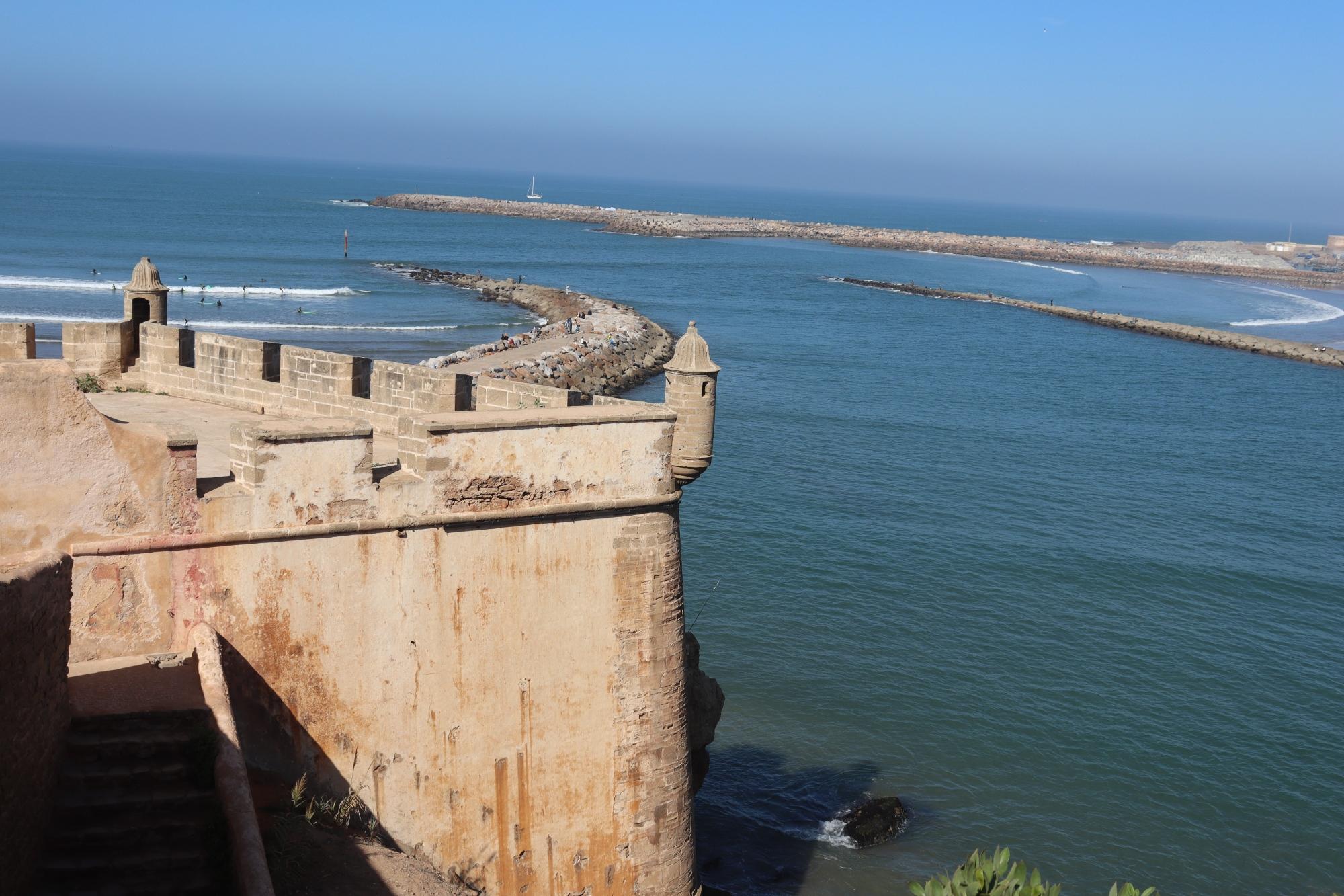 La vue sur l'Atlantique depuis les remparts de la Kasbah des Oudayas de Rabat